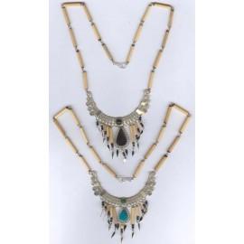 Colliers péruviens en métal et pierres