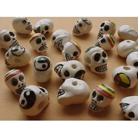 Perles tetes de mort en céramique émaillée