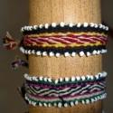 Bracelets tissés avec perles blanches sur le coté