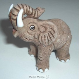 Eléphants animaux en céramique peints main au Pérou